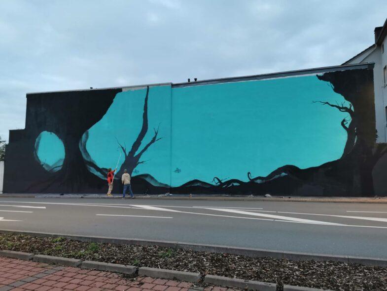 große hausfassade graffiti